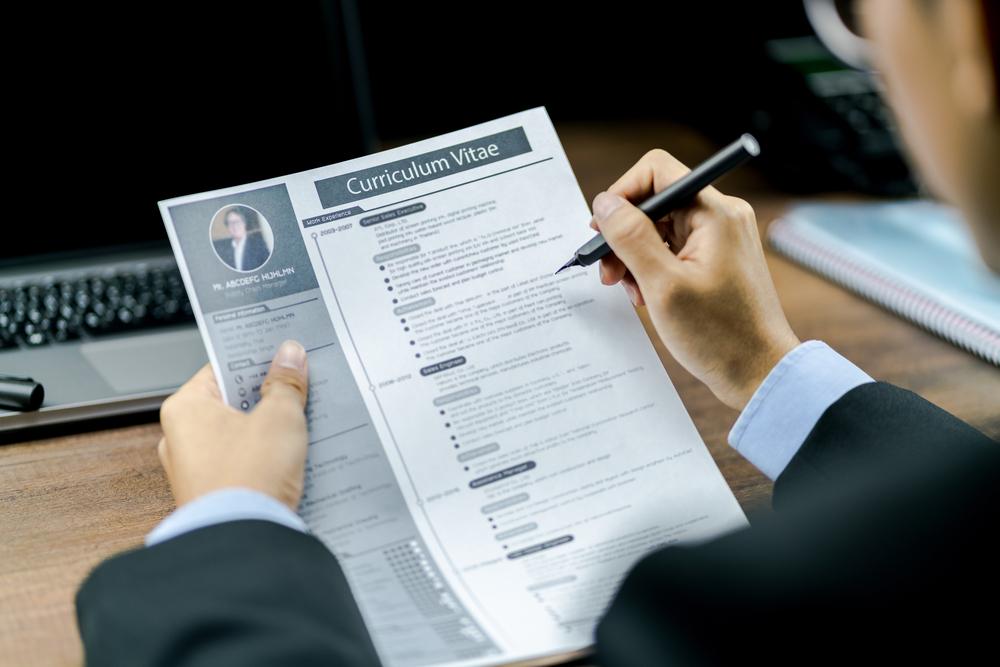 CV-man-writing-Jobfitts